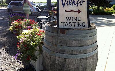 Wine tasting in Hood River, Oregon. Flickr:Thomassin Michael