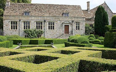 Avebury Manor in England. Flickr:Rictor Norton & David Allen