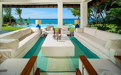 Aqua Bay Livingroom Outdoor 1