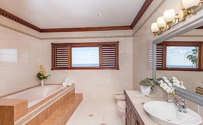 Nl Mstr Bath