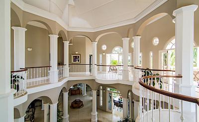 Es Gallery Overlooking Living Room