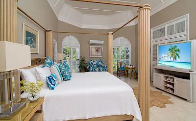 Es Bedroom With Tv