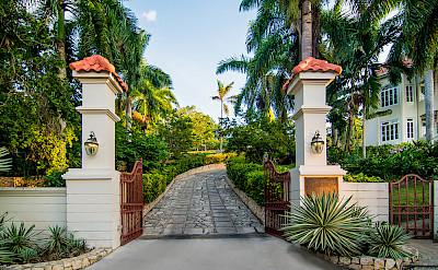 Es Entrance Gate