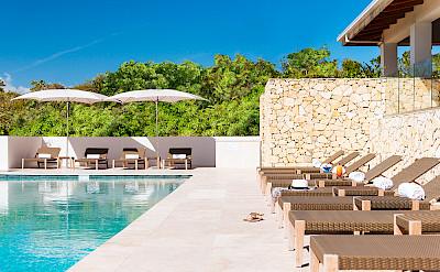 Sailrock Resort Great House Pool Infinity Edge Loungers 2