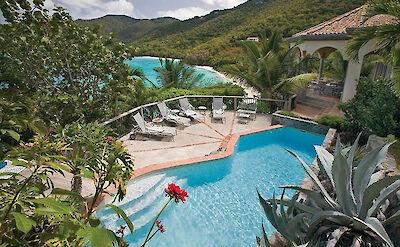 B Peter Bay Beach Villa Pool