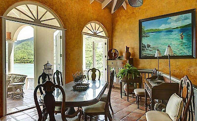B Peter Bay Beach Villa Dining