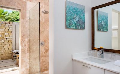 Sailrock Resort Beachfront Villa Bat Oom Exterior Shower 1