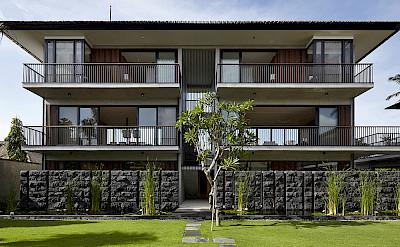 Arnalaya Beach House Courtyard Behind Ocean Suites Pavilion Living And Dining