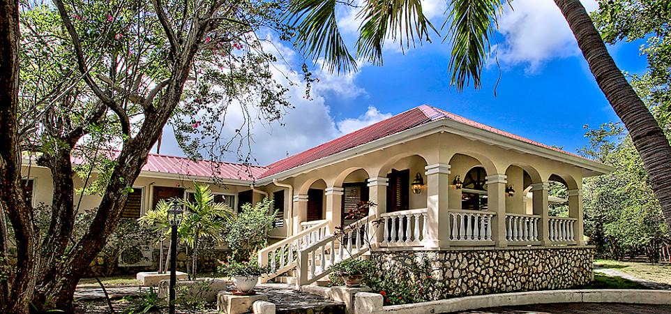 Baie Longue Beach House Entrance 2