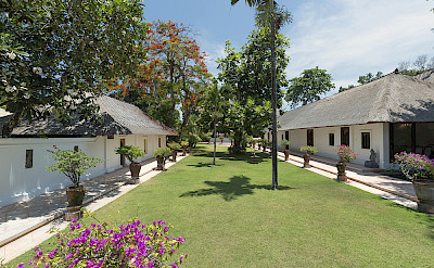 Villa Lawn