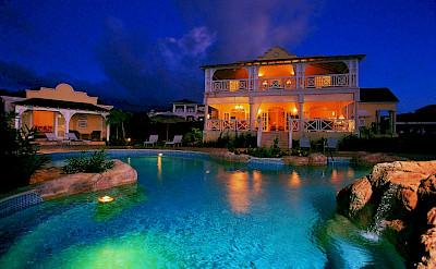 Calliaqua Night Pool
