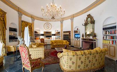 Villa Library Room