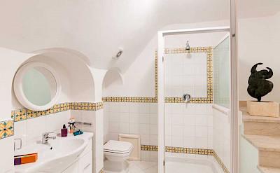 Villa Bath Bianca Room