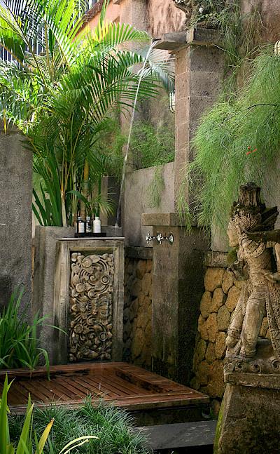 Des Indes I Pavilion 1 Outdoor Shower