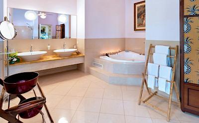 Med Sandy Lane Apr Bath 2