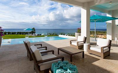 Villa Poolside Living