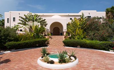 Nik Courtyard Entry