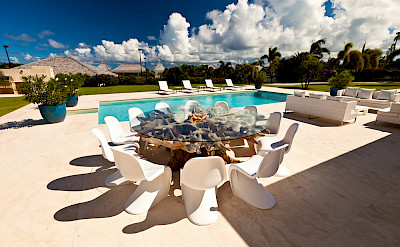 Petite Le Bleu Dining And Pool
