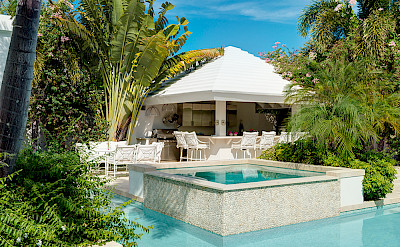 Lagoon Hottub Poolbar