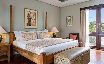 Villa Guest Bedroom T Ee