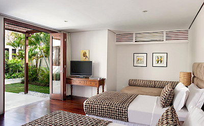 Villa Guest Bedroom With Twin Beds