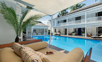 Villa Daybed By The Pool