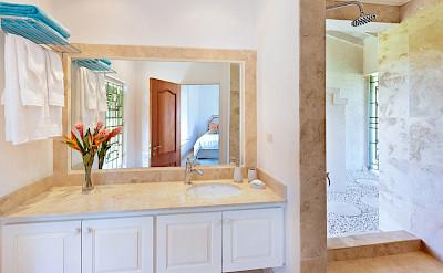 Lrg Marsh Mellow House Bath 2