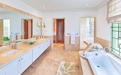 Lrg Marsh Mellow House Bath 1