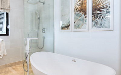 Masterbedroom Bathtube Low Res