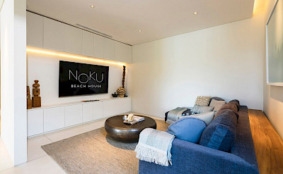 Noku Beach House Wide Tv Screen And Comfortable Couch