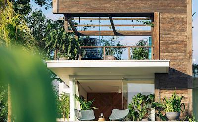 Noku Beach House Picturesque Villa Design