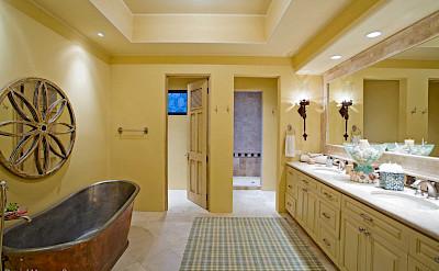 Guest Casita Bath