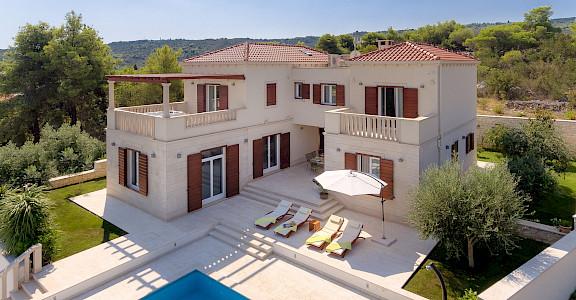 Villa In Splitska 2