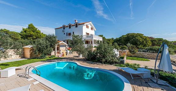 Luxury Accommodation Villa L