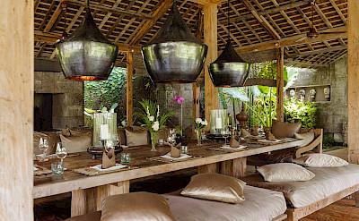 Villa Zelie Dining Table