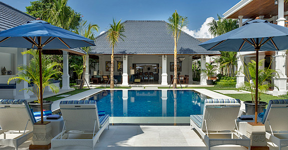 Villa Windu Asri Pool Seating
