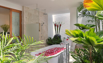Villa Windu Asri Poolside Guesthouse Ensuite Tub