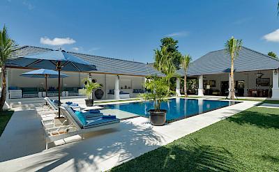 Villa Windu Asri Lawn And Pool