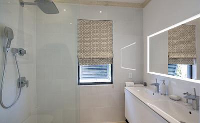 Guestrooms B Bath