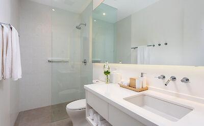 Belb High Res Villa 1 Master Bath 1