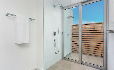 Belb High Res Villa 1 Master Bath 2