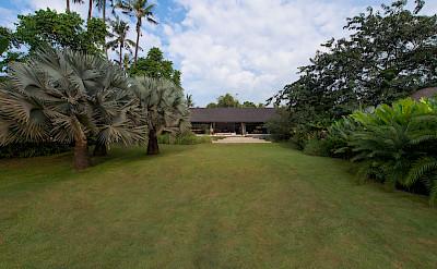 +Samadhana+ +Huge+lawn+from+entrance