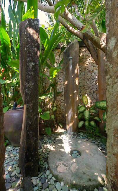 +Samadhana+ +Master+suite+outdoor+shower