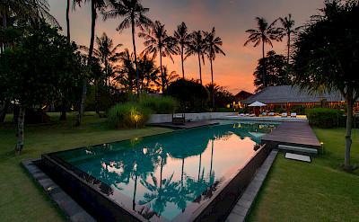 +Samadhana+ +Sunset+over+the+pool