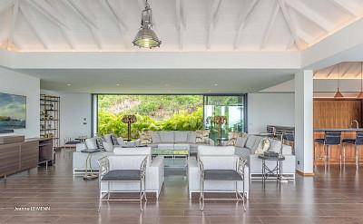 Villa Living Are+% %