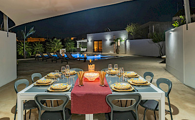 External Poolside Dining Area