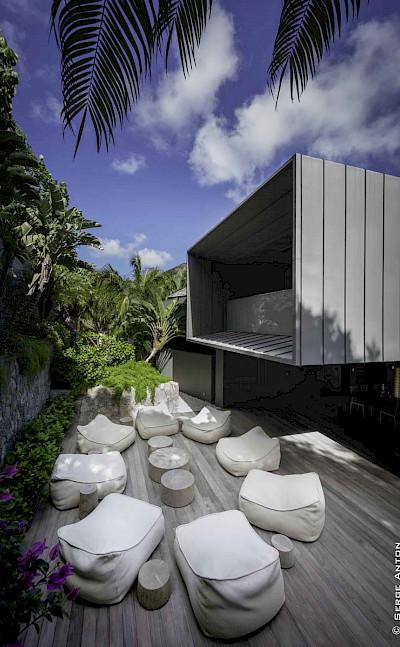 Exterior Lounge 2