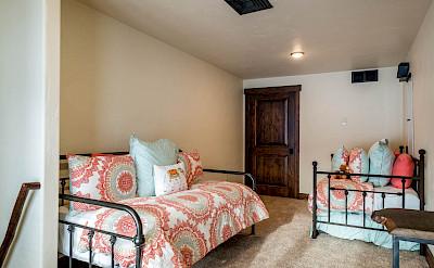 Apa Master Bedroom Loft Hires