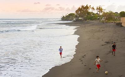 Villa Local Kids On Beach